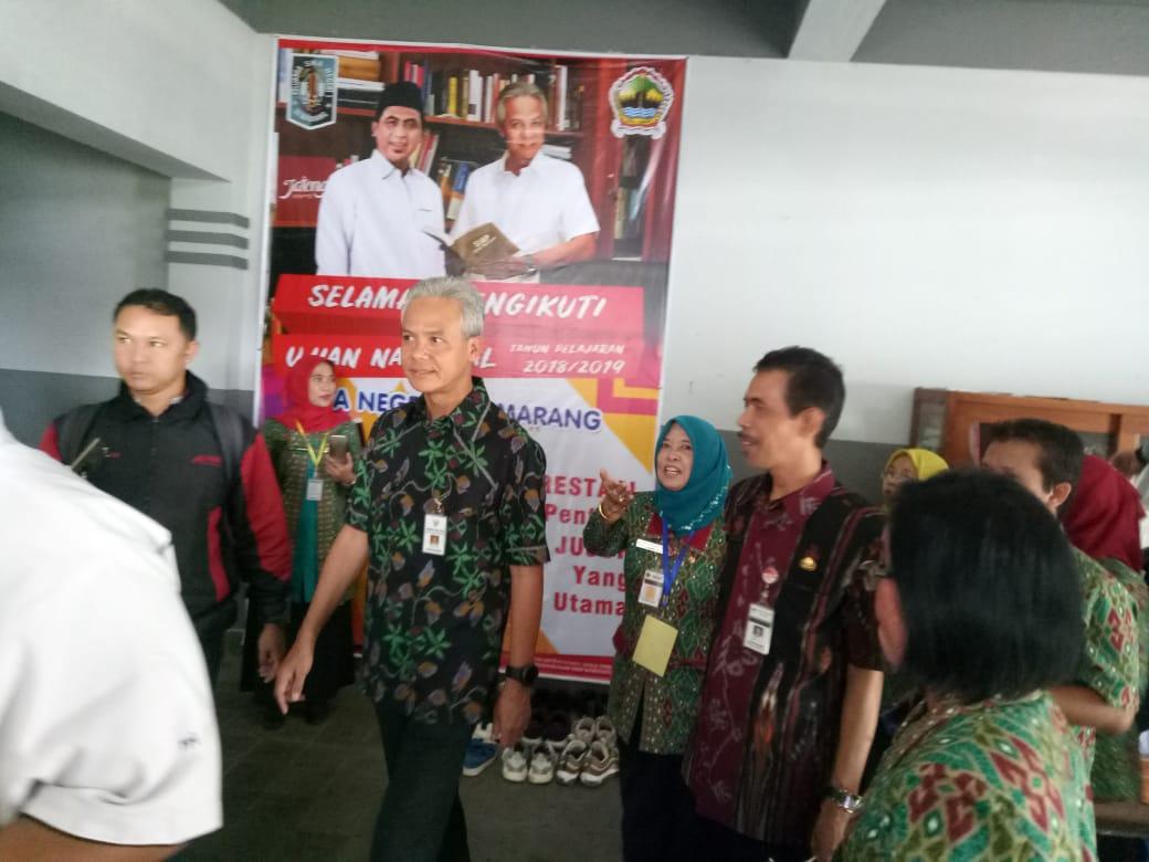 Bapak Ganjar Pranowo Gubernur Jawa Tengah melaksanakan Kunjungan Monitoring Pelaksanaan UNBK Tahun Pelajaran 2018/2019 di SMA Negeri 1 Semarang