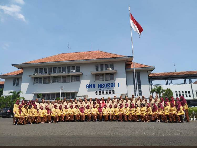 SMANSA SEMARANG NGURI-NGURI BUDAYA JAWA