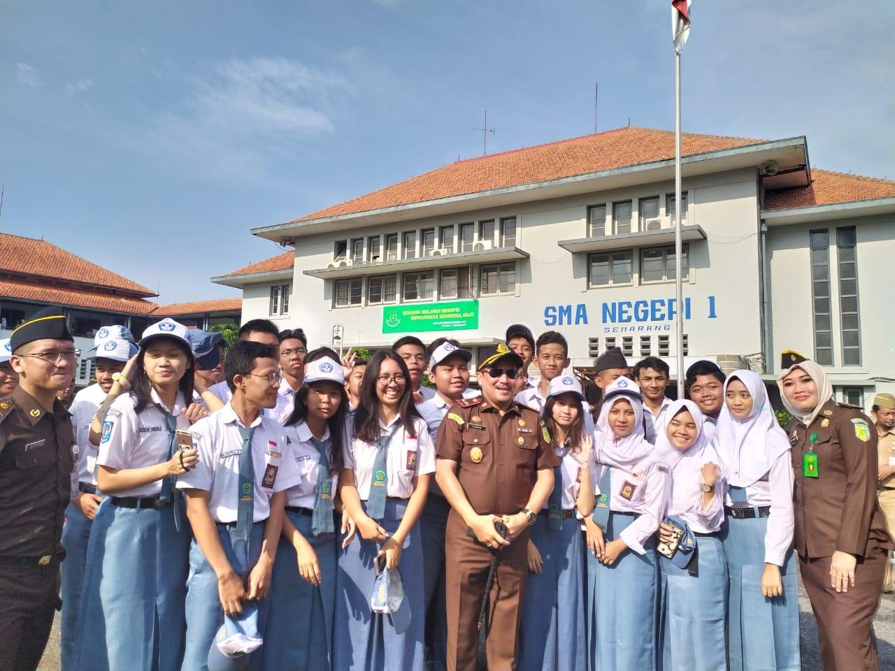Apel Memperingati Hari Anti Korupsi Se - Dunia di SMA Negeri 1 Semarang
